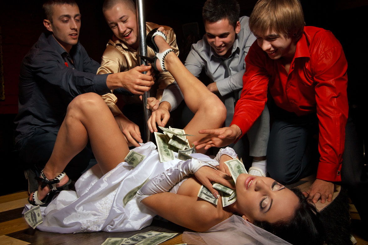 stripteaseuse pour enterrement vie garcon